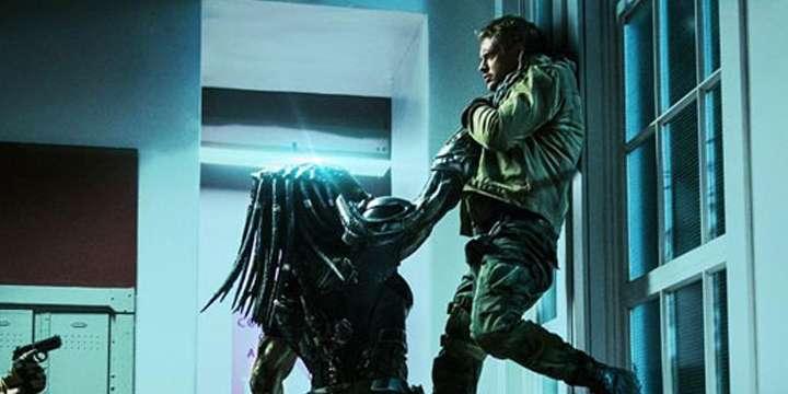 《铁血战士》片段 外星怪兽开启屠杀模式