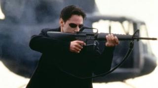 尼奥在枪战中的身法