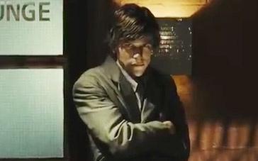 《双重人格》中文英国版预告 艾森伯格陷冒充谜团