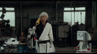 小栗旬找到室毅让他帮忙制作武器