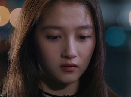 《月半爱丽丝》宣传曲上线 关晓彤黄景瑜光影中找寻爱情记忆