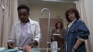 黑人医生帮助莎拉做全方位的检查 以确保她能获得胜诉