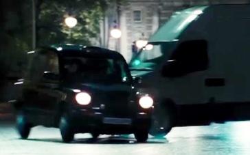 《危险辩护》曝光片段 艾瑞克·巴纳遭埋伏被车撞