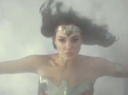 《神奇女侠1984》口碑视频 圣诞暖心之作来袭