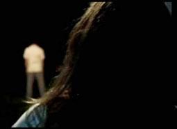 《黑暗天际》曝光片段 丈夫离奇失踪后七窍流血