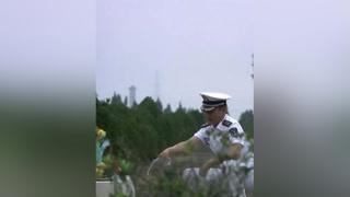 陆战队队长看望牺牲的战友,结果发现墓地竟被卖了 #火蓝刀锋  #杨志刚
