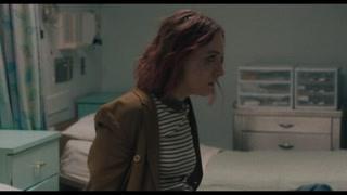 伯德小姐在医院醒来看着对面床的母子开始想家了