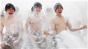 """边防战士零下20℃""""雪浴"""""""