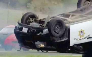 《极品飞车》精彩片段 警车被跑车阵包围遭翻车