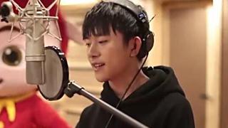 """《猪猪侠之英雄猪少年》主题曲MV:易烊千玺""""宠爱""""笨小猪"""