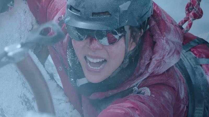 """《冰峰暴》""""巅峰飞跃""""片段 直观感受攀登高手的魅力"""
