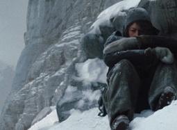 《残酷冰雪》片段 风雪峭壁同伴遇险面临无情选择