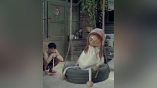 儿子往老头身上缝联系方式,不料一上街就被众人围观 #嘿老头  #黄磊