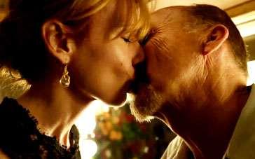 《鸟人》中文片段 基顿陷入感伤自责获安慰之吻