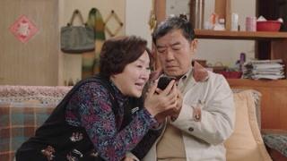 房天心打电话为父亲祝寿 父亲乐得合不拢嘴!