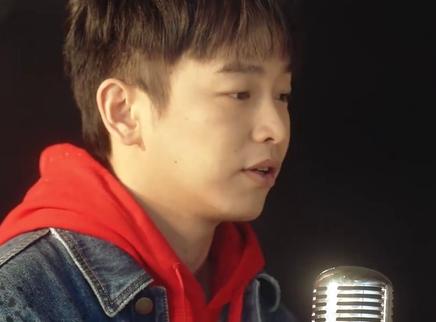 《夺冠》推广曲MV 彭昱畅刺猬乐队献唱《真心英雄》