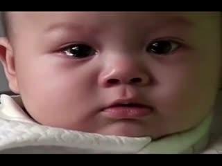 萌宝 6个月大的宝宝听着王菲的《传奇》 默默地流下眼泪