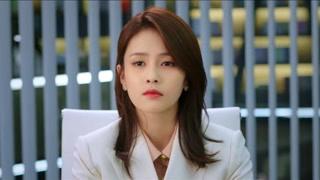 江君看着眼前青涩的面孔