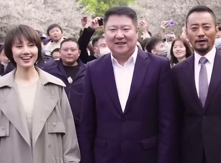 《中国医生》赴樱花之约感动满满 张定宇张涵予武汉重聚