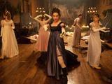 《傲慢与偏见之屠魔天团》先行版预告 伊丽莎白领衔众人战势逼人