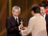10部影片获优秀故事片奖 成龙为徐克颁发奖杯