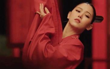 《纯真时代》角色预告 姜汉娜性感红衣色诱申河均