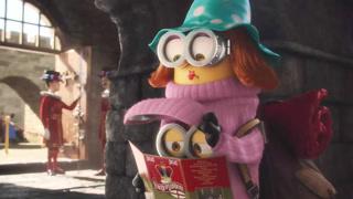 小黄人乔装打扮混进伦敦塔