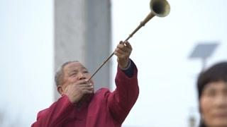 老腔起源于汉代的军队当中  内容以征战为主唱腔亢奋激越