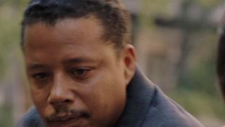 哈维看到街头睡着的肖恩为他提供住宿 想依靠肖恩赚取更多