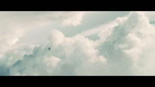 这样的镜头真的是太炫了 白云就像一朵朵棉花糖