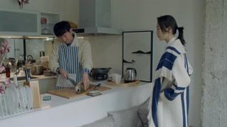 《谁说我结不了婚》程璐准时来李蔚皓家做客 李蔚皓亲自下厨给她做美食