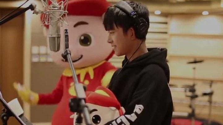 猪猪侠之英雄猪少年 MV:易烊千玺献唱片尾曲《宠爱》 (中文字幕)