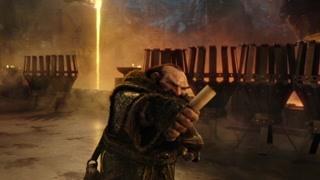 洛萨在铁炉堡见到了黑铁矮人 并获得了黑铁矮人的武器