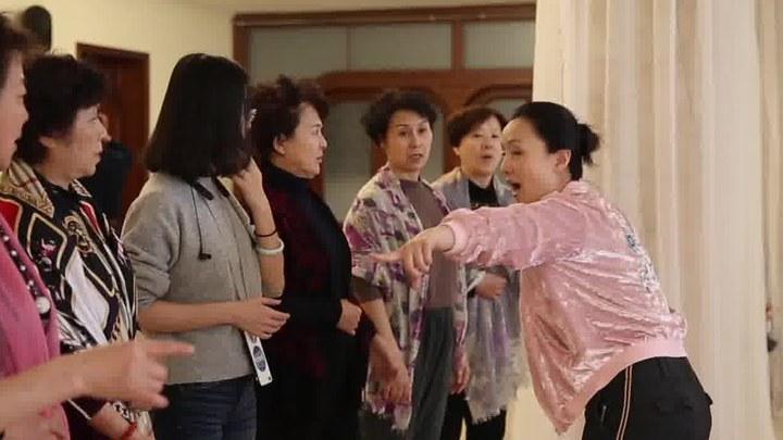 囧妈 MV1:片尾曲《红莓花儿开》