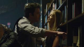 没想到这对情侣在图书馆搞事