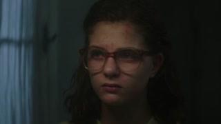 《我的天才女友》埃琳娜戴眼镜  颜值瞬间下降了