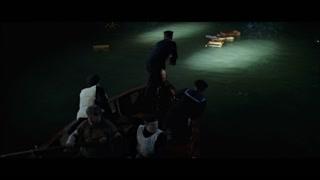 唯一一艘划回来的船 搜索着幸存者