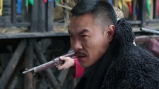 《边陲迷雾》王红英叶娜在山寨里了解情况 不幸被胡彪抓了起来
