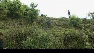 《第七座墓志铭》陈梅对汤米进行跟踪 早就被发现了