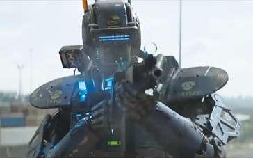 《超能查派》精彩片段 智能机器人警察围剿贫民窟