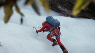 惊险攀爬60米冰壁
