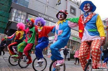 三里屯性感小丑 现实版《自杀小队》