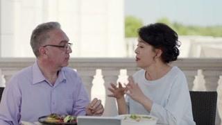 唐嫣和妈妈视频却被秀一脸 妈妈的狗粮不吃也得吃