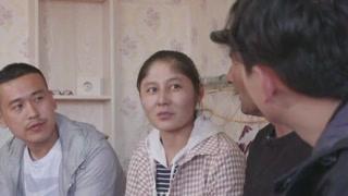 王书记不仅资助女孩上了大学  还给女孩的妹妹找了工作