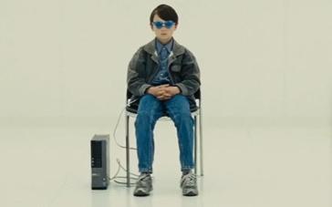 《午夜逃亡》中文预告片 超能力男孩展开逃亡之旅