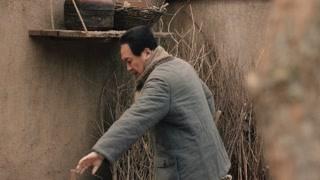 毛泽东打扫院内卫生