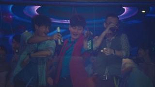 陈思诚和郭京飞在酒吧蹦迪  这老板是真的溜