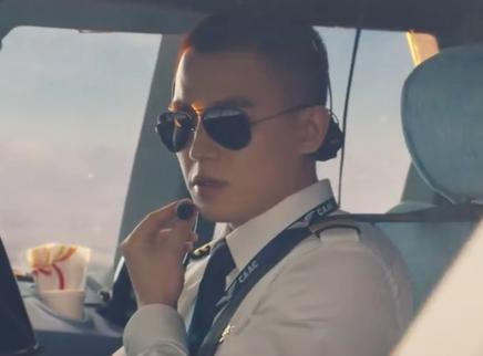 《中国机长》推广曲MV  《远飞的大雁》温情致敬民航英雄