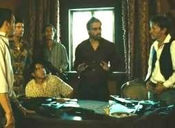 《致命黑兰》片段 众人别墅密谋突遭导弹袭击