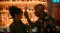 王牌保镖 酒吧邂逅暴力女 塞缪尔一秒坠爱河